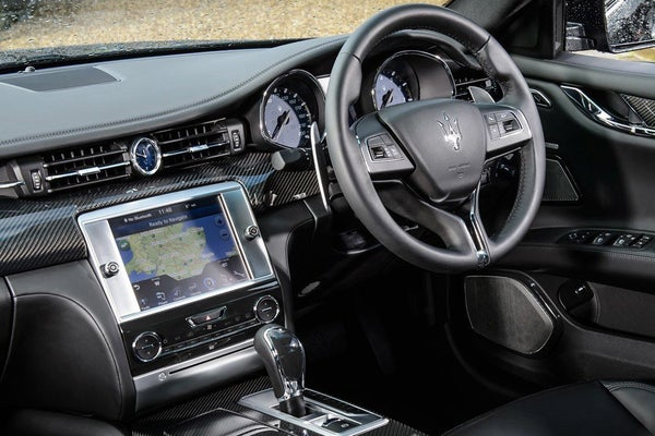 Maserati Quattroporte front interior