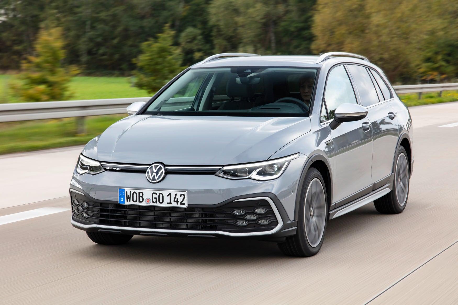 Volkswagen Golf Alltrack grey exterior dynamic