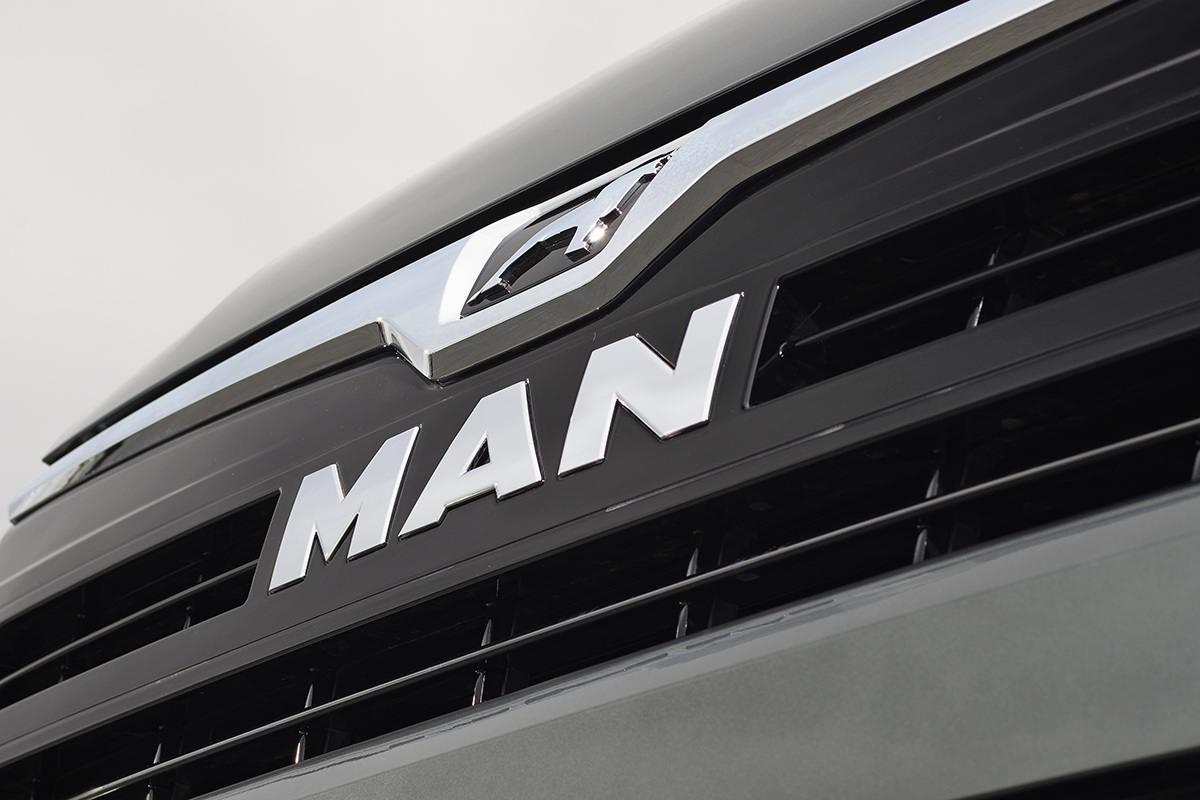 MAN TGE grill