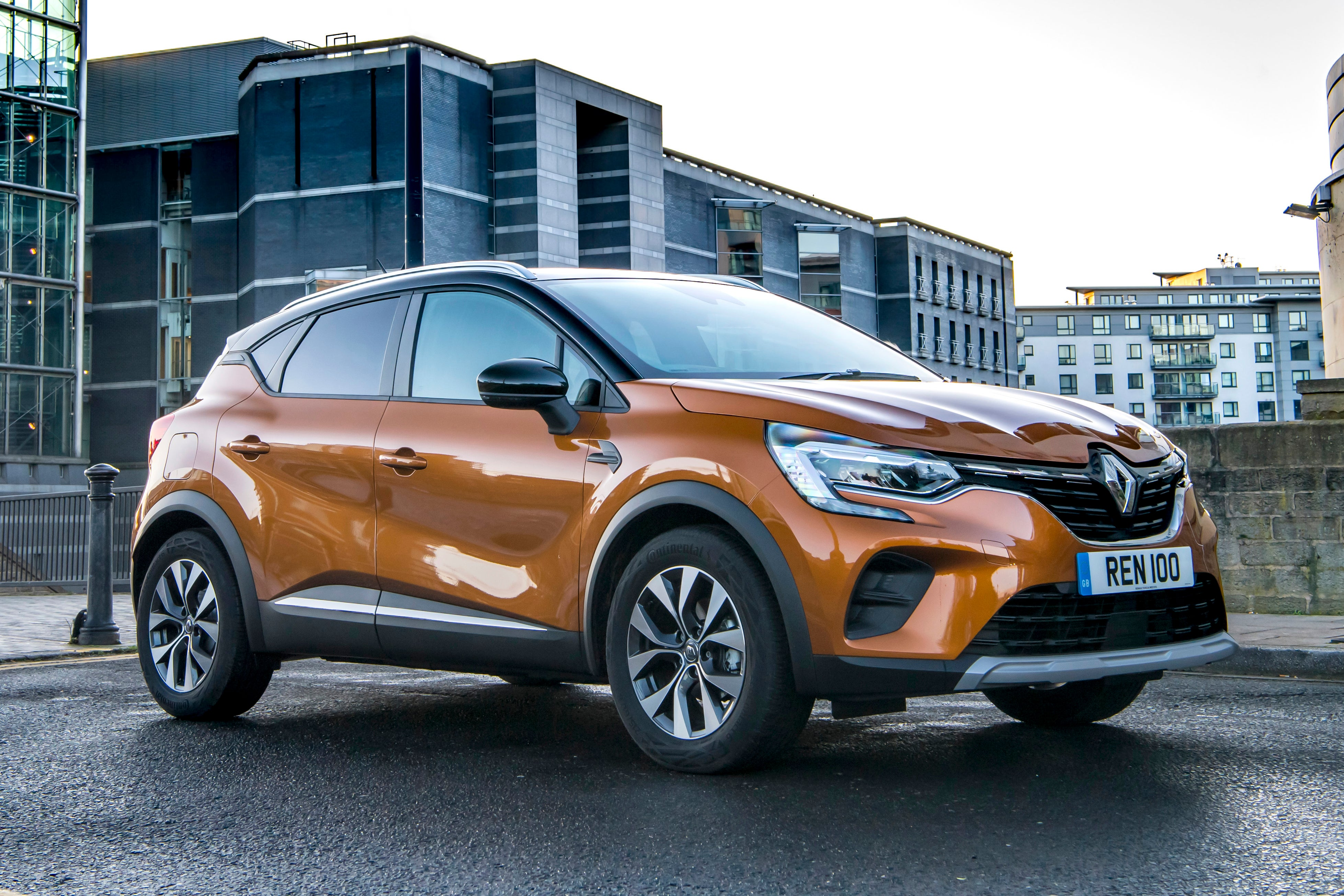 Renault Captur Right Side View