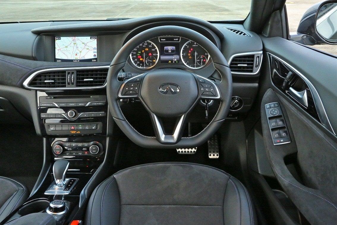 Infiniti Q30 front interior