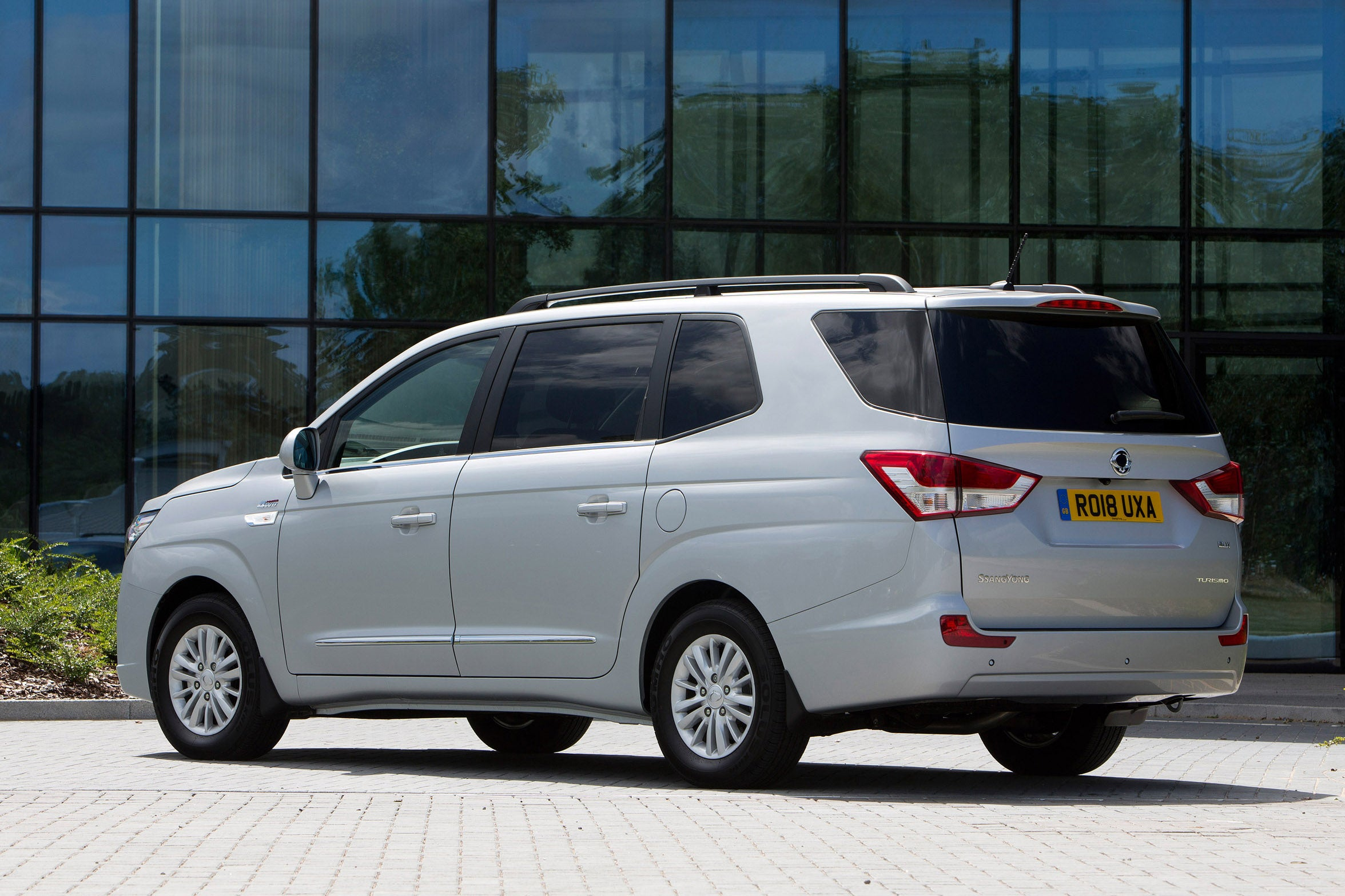 SsangYong Turismo Side Rear View