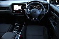 Mitsubishi Outlander front interior