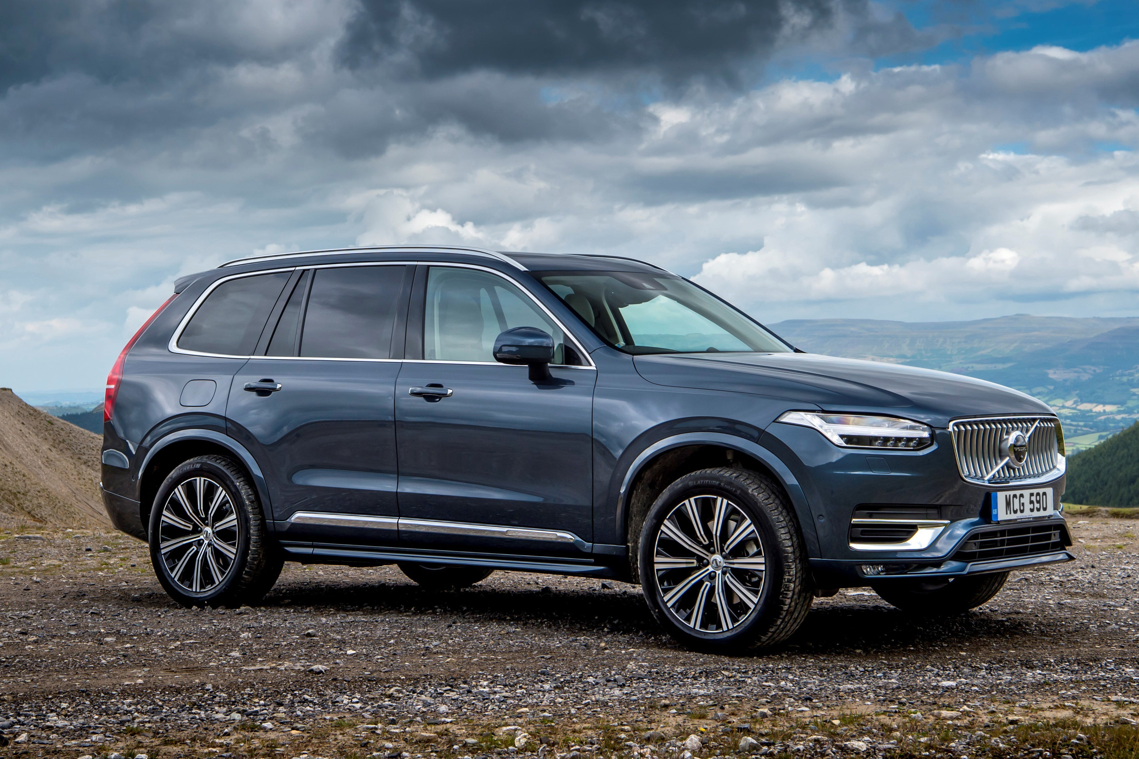 Volvo XC90 Front Side View