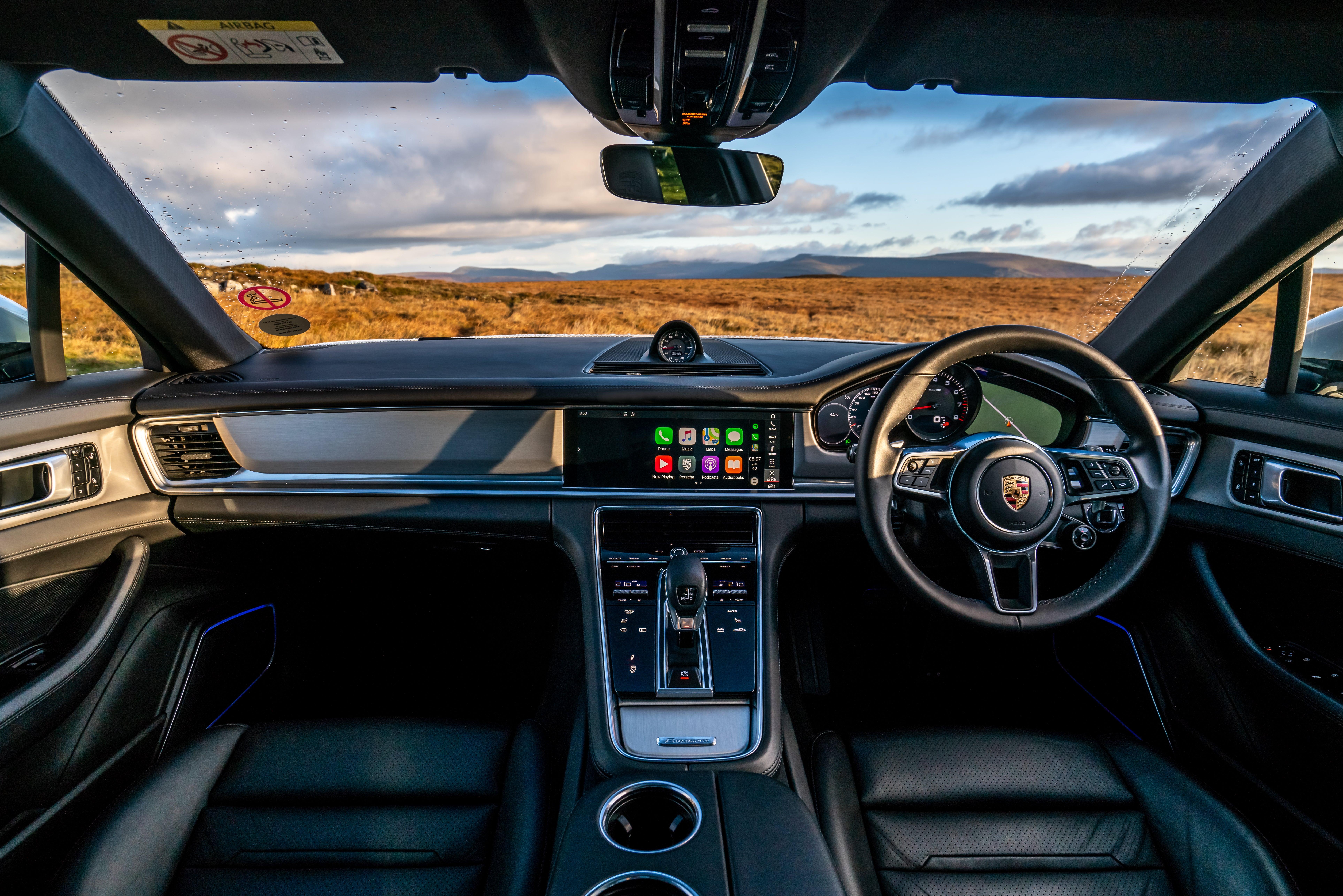 Porsche Panamera Sport Turismo Front Interior