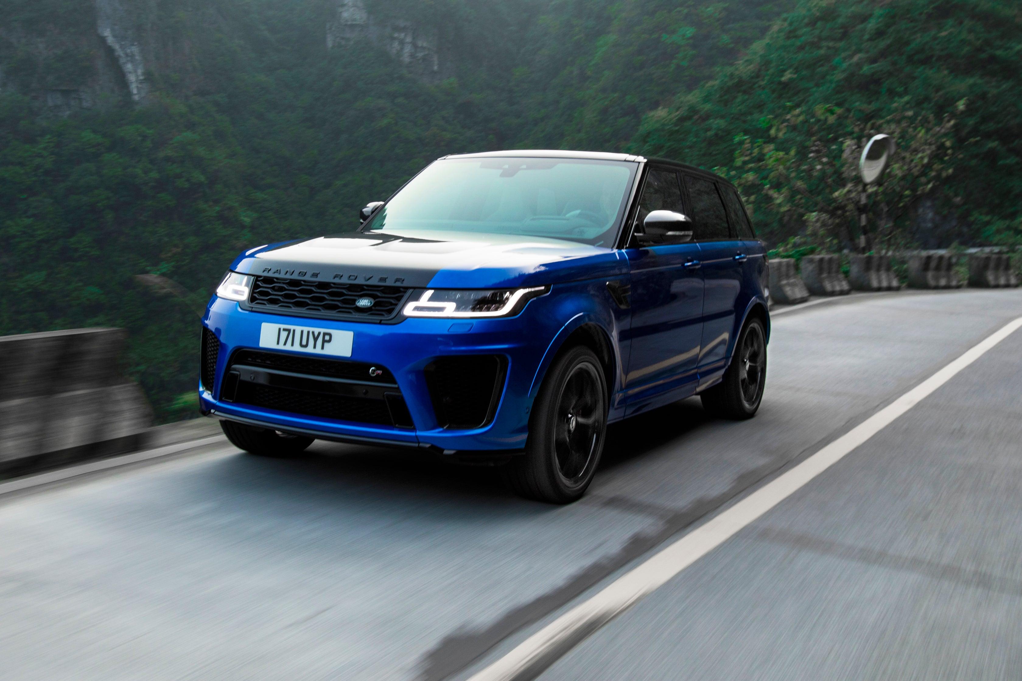 Range Rover Sport SVR driving