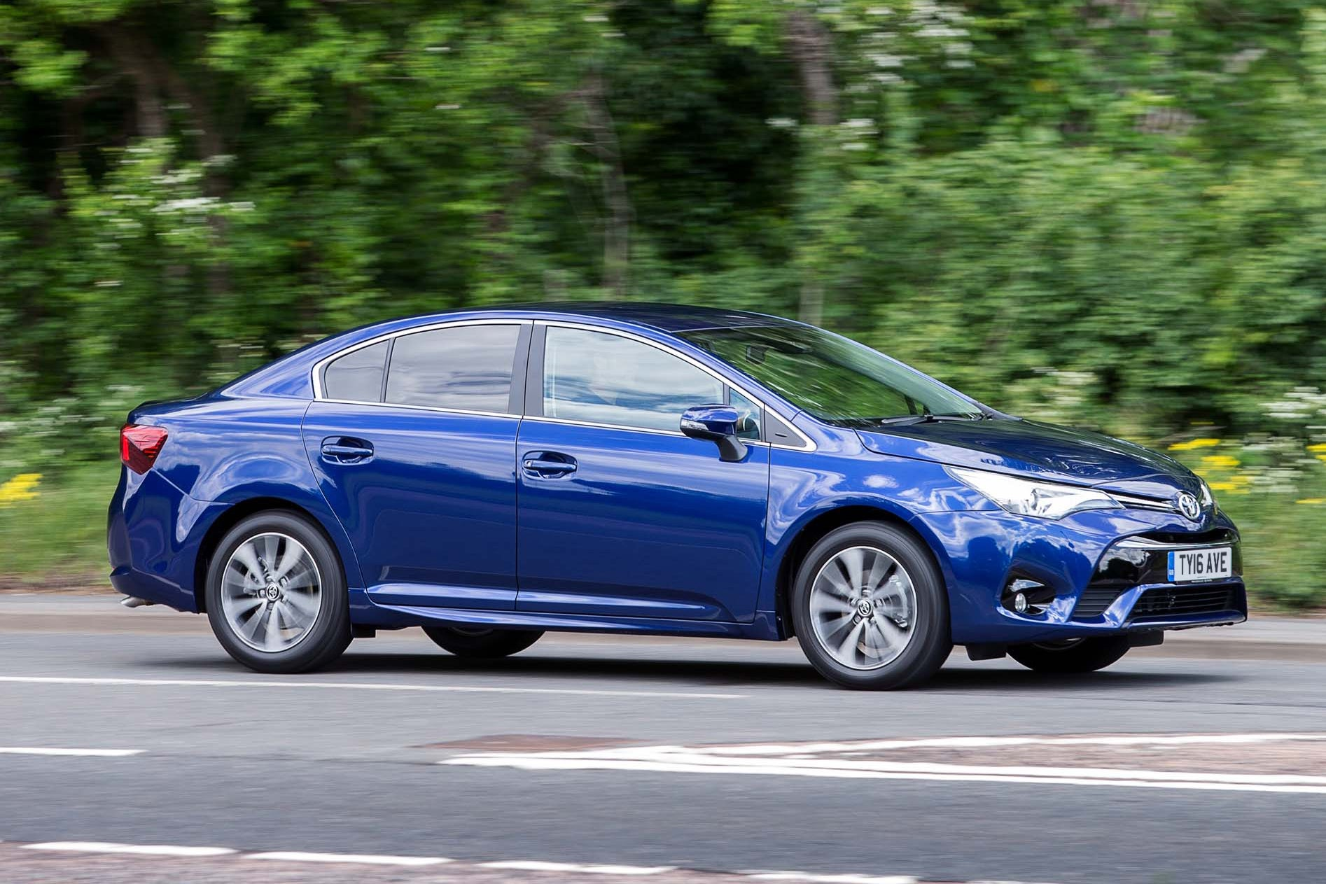 Toyota Avensis Right Side View