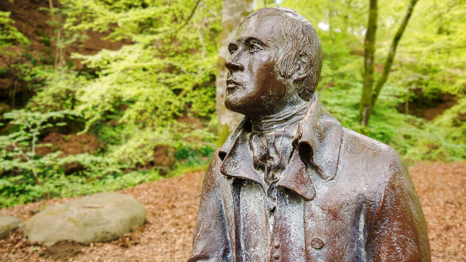 Statue of poet Robert Burns in wooded area