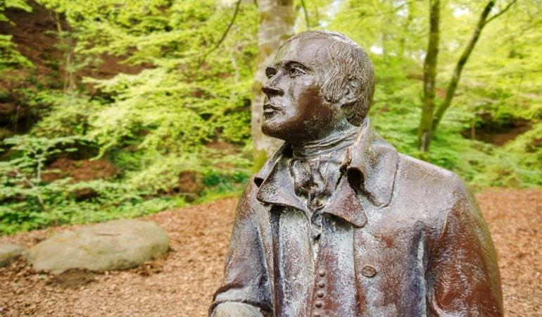 Image of statue of Robert Burns