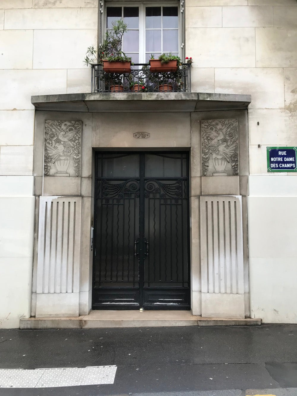 A doorway on Rue Notre Dame Des Champs