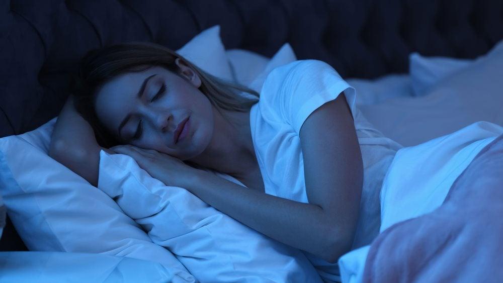 Woman sleeping in a bead
