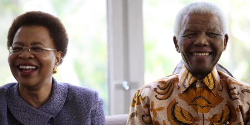 Nelson Mandela and Winnie Mandela smiling