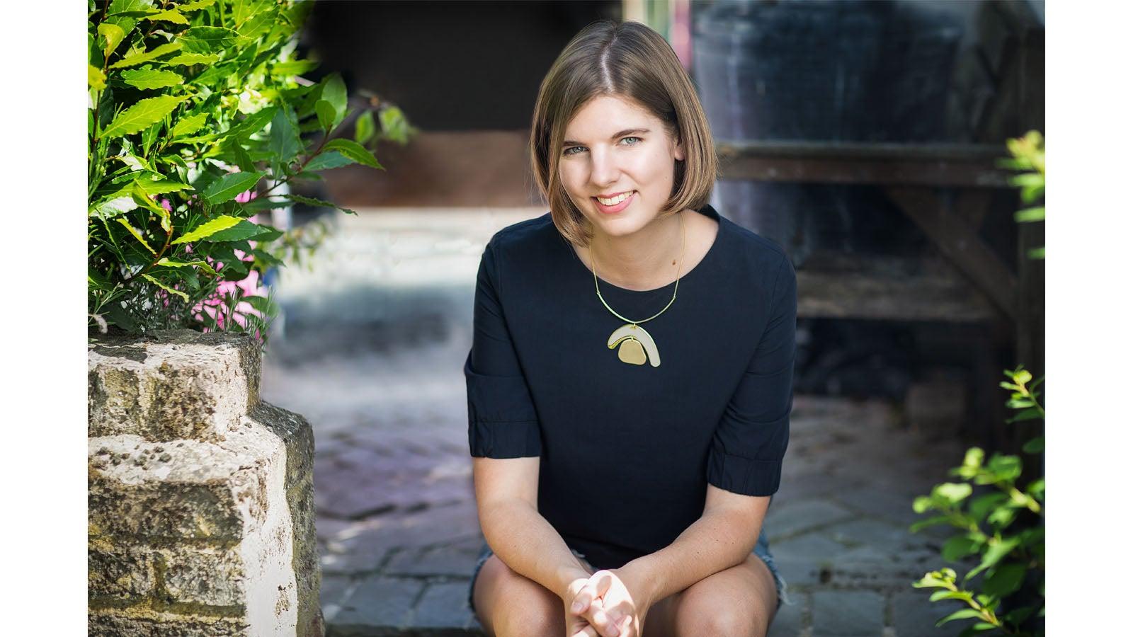 Elizabeth Macneal author photo