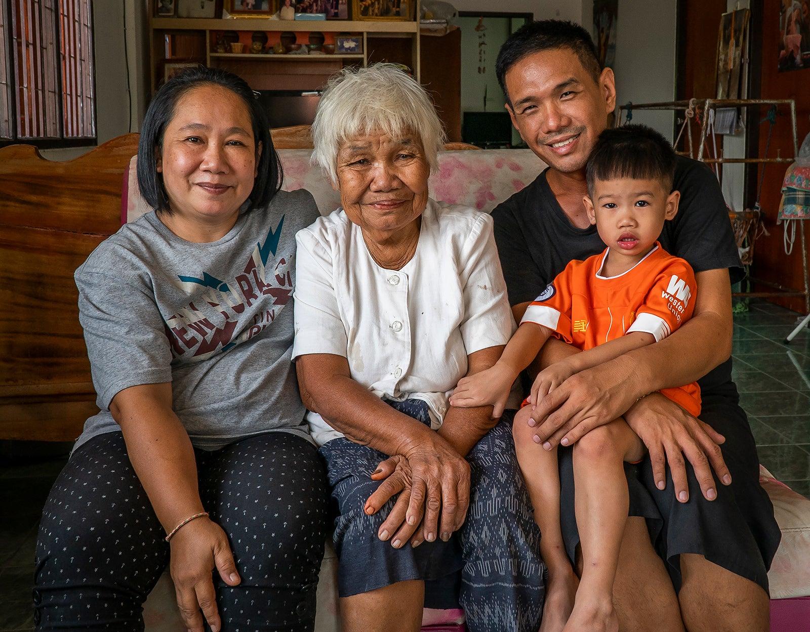 Khun Tuk & family.