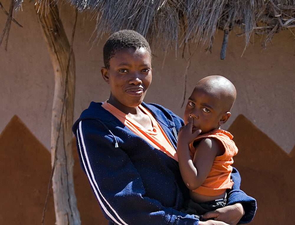 Single mother and child. Credit: Shutterstock.