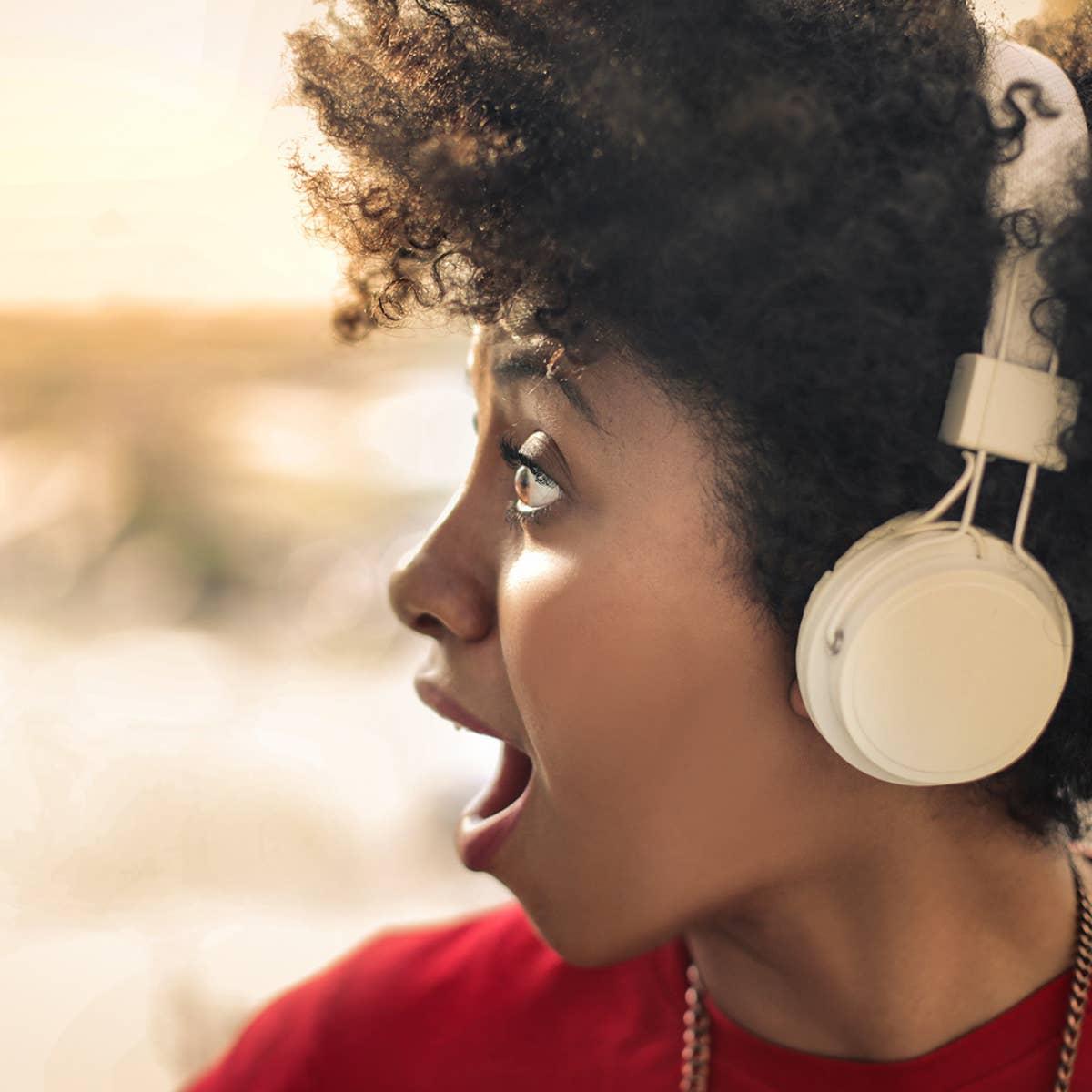 Podkastlytting fortsetter å øke – utgjør nå 11% av nordmenns totale lydkonsum