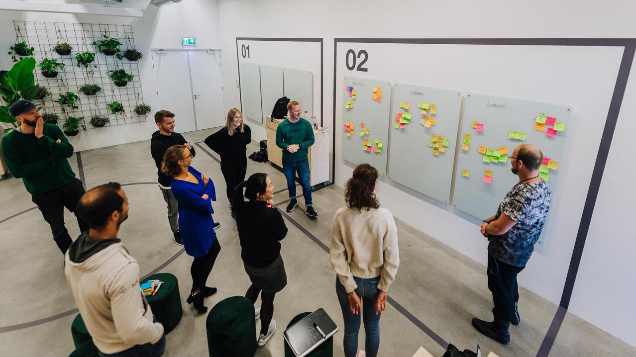 staff brainstorm postit note